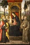 Pinturicchio Madonna e criança entronizados com Saint Santa Maria del Popolo Indicadores velhos bonitos em Roma (Italy) Imagens de Stock