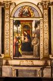 Pinturicchio Madonna und Kind inthronisiert mit Heiligen Santa Maria del Popolo Schöne alte Fenster in Rom (Italien) Stockbild