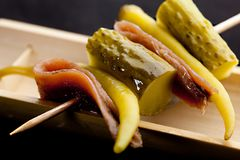 Pintxo Gilda bask pieprze, sardela i ogórek chili, fotografia stock