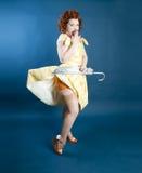 Μοντέλο Pinup με την ομπρέλα Στοκ Εικόνες