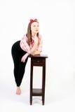 Pinup stylowa młoda kobieta zostaje i marzy Obraz Royalty Free
