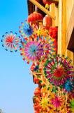 Pinwheels coloridos del juguete del arco iris y linterna roja Fotografía de archivo libre de regalías
