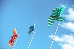 Pinwheels przeciw niebieskiemu niebu z chmurami obraz stock