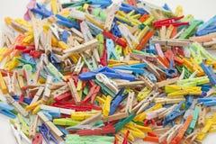 Pinzas multicoloras Fotos de archivo