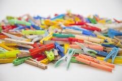 Pinzas multicoloras Fotografía de archivo libre de regalías