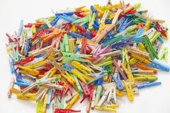 Pinzas multicoloras Imágenes de archivo libres de regalías