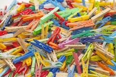 Pinzas multicoloras Fotos de archivo libres de regalías
