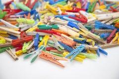 Pinzas multicoloras Imagenes de archivo