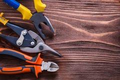 Pinze e tagliafili delle pinze su di legno d'annata Fotografie Stock Libere da Diritti