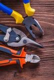 Pinze e tagliafili delle pinze su marrone d'annata Fotografia Stock Libera da Diritti