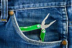 Pinze in tasca delle blue jeans Immagine Stock Libera da Diritti