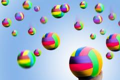 Pioggia delle sfere multicolori fotografia stock libera da diritti
