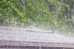Pioggia di estate con grandine fotografia stock libera da diritti