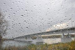 Pioggia di vetro delle gocce di acqua di struttura Immagine Stock