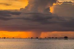 Pioggia nella sera fotografie stock