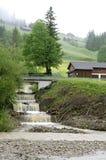Pioggia persistente in montagne svizzere dovuto mutamento climatico Immagine Stock