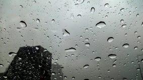 Pioggia sulla via, fotografia stock libera da diritti