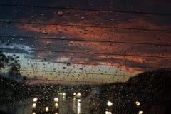Pioggia tropicale con il tramonto Fotografie Stock Libere da Diritti