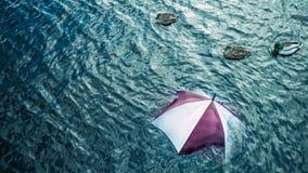 Pioggia troppo? Sfugga al maltempo, concetto di vacanza Immagini Stock Libere da Diritti