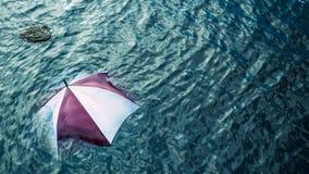 Pioggia troppo? Sfugga al maltempo, concetto di vacanza Fotografie Stock Libere da Diritti