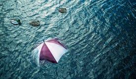 Pioggia troppo? Sfugga al maltempo, concetto di vacanza Fotografia Stock Libera da Diritti