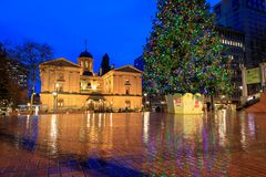 Pioneer Courthouse with christmas tree on a rainy winter night. Which is the oldest federal building in the Pacific Northwest stock photography