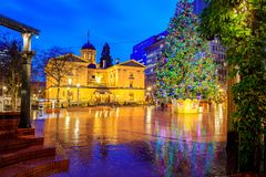 Pioneer Courthouse with christmas tree on a rainy winter night. Which is the oldest federal building in the Pacific Northwest stock photos