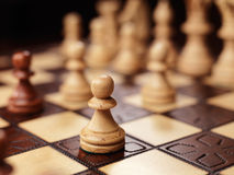 Pionek na chessboard Fotografia Royalty Free