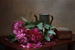 Pioner och en tappningkaffekruka Royaltyfria Bilder