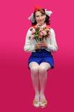Pionero que se sienta con la flor Foto de archivo
