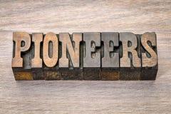 Pioniersbanner in letterzetsel woodtype stock fotografie