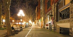 Pionierski kwadrat w Seattle przy wczesną wiosny nocą. Pusta ulica. obrazy stock