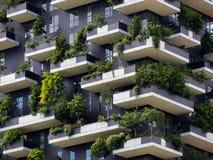 Pionowo lasowi budynki w Mediolan, Maj 2015 Obrazy Stock