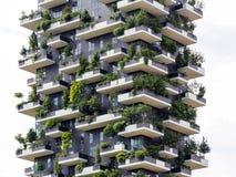 Pionowo lasowi budynki w Mediolan, Maj 2015 Obrazy Royalty Free