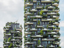 Pionowo lasowi budynki w Mediolan, Maj 2015 Zdjęcia Stock