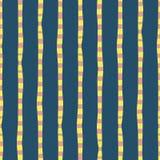 Pionowo nieregularna ręka rysująca paskuje błękita różowego żółtego bezszwowego wektorowego tło Powtarzać linia abstrakta wzór ilustracji