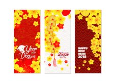 Pionowo ręka rysujący sztandary ustawiający z okwitnięcie chińczyka nowym rokiem ilustracja wektor