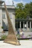 Pionowo widok Sundial W połysku parku. Obrazy Stock