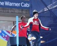 Piosenkarz Austin Mahone wykonuje przy Arthur Ashe dzieciaków dniem 2013 przy Billie Cajgowego królewiątka tenisa Krajowym centrum obrazy stock