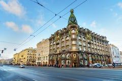 Piosenkarz Mieścący Lub Piosenkarz Firma Buildingon na Nevsky Prospekt petersburg bridżowy okhtinsky święty Russia obrazy royalty free