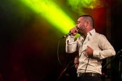 Piosenkarz Omer Adam wykonuje Obrazy Stock