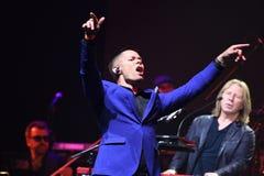 Piosenkarz Stas Piekha wykonuje na scenie podczas Viktor Drobysh roku urodziny 50th koncerta przy Barclay centrum Zdjęcie Stock