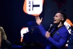 Piosenkarz Stas Piekha wykonuje na scenie podczas Viktor Drobysh roku urodziny 50th koncerta przy Barclay centrum Zdjęcia Royalty Free