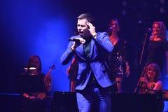 Piosenkarz Stas Piekha wykonuje na scenie podczas Viktor Drobysh roku urodziny 50th koncerta przy Barclay centrum Zdjęcia Stock