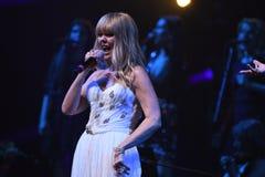Piosenkarz Valeria wykonuje na scenie podczas Viktor Drobysh roku urodziny 50th koncerta przy Barklay centrum Zdjęcia Stock