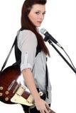 Piosenkarz z gitarą Obrazy Stock