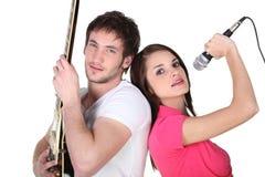 Piosenkarza i gitary gracz Zdjęcie Royalty Free