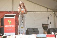 Piosenkarza spełnianie przy Afryka festiwalem Obrazy Royalty Free