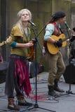 Piosenkarzi i muzycy przy krana festiwalem, Edynburg, Szkocja Zdjęcie Royalty Free