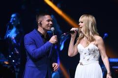 Piosenkarzi Stas Piekha i Valeria wykonują na scenie podczas Viktor Drobysh roku urodziny 50th koncerta Fotografia Royalty Free